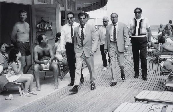 この画像には alt 属性が指定されておらず、ファイル名は TON-Frank-Sinatora-on-the-Boardwalk-Miami-1968.jpg です